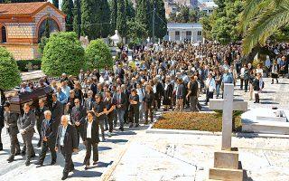 Πλήθος κόσμου είπε το ύστατο χαίρε χθες το μεσημέρι στον Αγγελο Δεληβορριά, ο οποίος κηδεύτηκε δημοσία δαπάνη στο Α΄ Νεκροταφείο. Ακαδημαϊκοί, εκπρόσωποι του πολιτικού κόσμου, των μουσείων και της δημοσιογραφίας έδωσαν το «παρών» σε αυτήν την προσωπικότητα του πολιτισμού που διαφύλαξε αγαθά και αξίες για τις επόμενες γενιές.