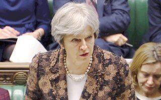Η Ε.Ε. και το Λονδίνο έχουν συμφωνήσει να παραμείνει η Βόρεια Ιρλανδία στην τελωνειακή ένωση μετά το Brexit. Ομως, η Τερέζα Μέι, πρωθυπουργός της Μεγάλης Βρετανίας, θα πρέπει να δώσει λύσεις που να είναι πολιτικά αποδεκτές και στο εσωτερικό της χώρας της.