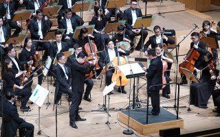 Ο βιολονίστας Νινγκ Φενγκ με τη Φιλαρμονική Ορχήστρα της Χανγκτσόου υπό τον Γιανγκ Γιανγκ ερμήνευσαν το πρώτο Κοντσέρτο για βιολί του Ντμίτρι Σοστακόβιτς.