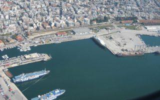 To λιμάνι της Αλεξανδρούπολης.