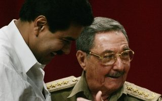 Venezuela's Foreign Minister Nicolas Maduro (L) embraces Raul Castro, chief of Cuba's army and brother of Cuba's President Fidel Castro, during the final session of the colloquium entitled 'Memory and Future: Cuba and Fidel' at Havana's Karl Marx theater December 1, 2006.   REUTERS/Carlos Barria  (CUBA)