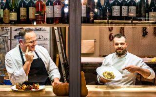 Ο Βασίλης Μπερμπεράκης και ο Γιώργος Μάκος, δύο από τους σεφ στο Σέμπρικο. (Φωτογραφία: Περικλής Μεράκος)