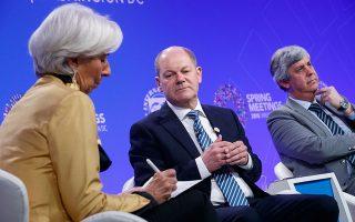 Κριστίν Λαγκάρντ, Ολαφ Σολτς και Μάριο Σεντένο συναντήθηκαν στην Ουάσιγκτον, με την επικεφαλής του ΔΝΤ να ζητεί η ελάφρυνση του χρέους να εφαρμοστεί σε όλα τα δάνεια της Ελλάδας.