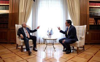 Στιγμιότυπο από τη σημερινή συνάντηση του επικεφαλής του ΟΟΣΑ, Ανχελ Γκουρία, με τον Αλέξη Τσίπρα.