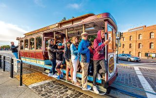 Η βόλτα με το ιστορικό τραμ της πόλης έχει εξελιχθεί σε τουριστική ατραξιόν. (Φωτογραφία: © Shutterstock)