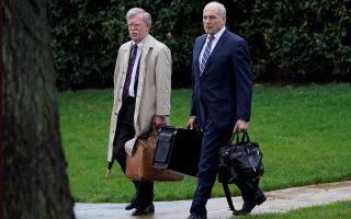 O αρχηγός επιτελείου του Λευκού Οίκου, Τζον Κέλι και ο Τζον Μπόλτον, νέος Σύμβουλος Εθνικής Ασφάλειας των ΗΠΑ.