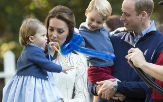 epa06182665 (FILE) - Britain's Prince William, Duke of Cambridge (R), Catherine, Duchess of Cambridge (2-L), with their children Princess Charlotte (L) and Prince George (2-R) attend a party at Government House in Victoria, British Columbia, Canada, 29 September 2016 (reissued 04 September 2017). The Duke and Duchess of Cambridge are expecting third child, according to a statement of the Kensington Palace on 04 September 2017.  EPA/STR UK AND IRELAND OUT