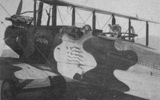 «Ετοιμοι για τους αιθέρας» με το «Σπέτσαι», αεροπλάνο διώξεως «Κάμελ», πολεμικό «αεροδρόμειον Τραλλέων» (Αϊδίνι), 1920.