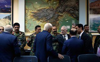 Ο υπουργός Αμυνας και απόστρατος στρατηγός Τζιμ Μάτις κατά τη διάρκεια επίσκεψής του στην Καμπούλ, πέρυσι τον Απρίλιο.