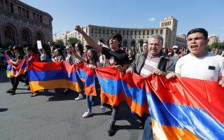Υποστηρικτές του Πασινιάν έκλεισαν χθες κεντρικές οδικές αρτηρίες.