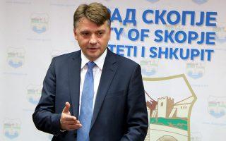 Ο δήμαρχος Σκοπίων Πέτρε Σιλέγκοφ δηλώνει ότι η μεγαλύτερη επιδίωξή του είναι η σταθερότητα. «Τα Βαλκάνια είναι πολύ μικρά για να είναι χωρισμένα και οι λαοί τους να ζουν πίσω από τοίχους», τονίζει.