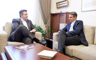 Ο περιφερειάρχης Κεντρικής Μακεδονίας Απόστολος Τζιτζικώστας με τον πρόεδρο της Νέας Δημοκρατίας Κυριάκο Μητσοτάκη, που επισκέπτεται τη Θεσσαλονίκη.
