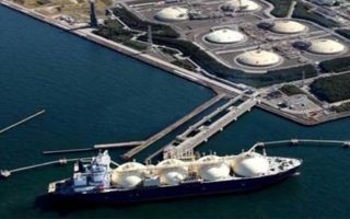 Τις εξελίξεις αναφορικά με την υλοποίηση των δύο έργων (FSRU και IGB) παρακολουθεί στενά η αμερικανική πλευρά, αφού οι αμερικανικές εταιρείες αναζητούν νέες αγορές για τη διοχέτευση υγροποιημένου φυσικού αερίου.