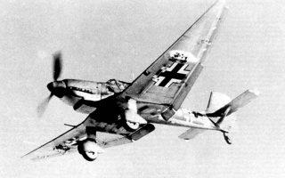 Ελαφρύ βομβαρδιστικό κάθετης εφόρμησης Ju-87, γνωστό ως Στούκας, της γερμανικής πολεμικής αεροπορίας.