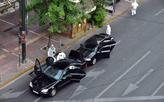 Ο Κων. Γιαγτζόγλου είναι προφυλακισμένος ως ύποπτος για την αποστολή παγιδευμένων δεμάτων στον Λουκά Παπαδήμο και σε δέκα Ευρωπαίους αξιωματούχους πέρυσι. Η βόμβα εξερράγη στα χέρια του πρώην πρωθυπουργού ενώ βρισκόταν στο αμάξι του.