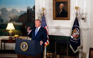 Ο Ντόναλντ Τραμπ, χθες, κατά την ανακοίνωση της αποχώρησης των ΗΠΑ από τη συμφωνία για το πυρηνικό πρόγραμμα του Ιράν.