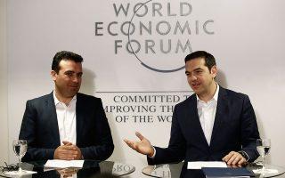 Στο μέτωπο του Σκοπιανού, κρίσιμη θεωρείται η συνάντηση που θα έχουν την προσεχή εβδομάδα ο πρωθυπουργός Αλέξης Τσίπρας και ο ομόλογός του, της ΠΓΔΜ, Ζόραν Ζάεφ. Σύμφωνα με πληροφορίες, το κλίμα είναι καλύτερο απ' ό,τι αποτυπώνεται στις δημόσιες τοποθετήσεις των δύο πλευρών.