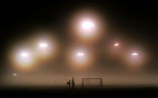 Την ευκαιρία να αποτινάξει από πάνω του το ομιχλώδες πέπλο που το σκεπάζει χρόνια τώρα έχει το ελληνικό ποδόσφαιρο, με τομές και νέους κανόνες που θα εφαρμοστούν όσο επώδυνοι κι αν είναι.