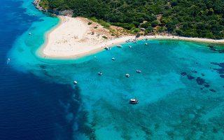 «Ο θαλάσσιος κόλπος του Λαγανά εμπεριέχει συμβολικά τη διαδικασία της ωοτοκίας, τη φυσική ομορφιά, που αποτελεί αναγκαία συνθήκη για την ονειροπόληση», λέει η πρόεδρος του ομίλου UNESCO Ζακύνθου, Γιοβάννα Λόξα.