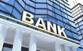 Πριν από την κρίση οι τράπεζες με την πιστωτική τους πολιτική συνέβαλαν στη διαμόρφωση του προβληματικού παραγωγικού προτύπου, π.χ. επιτρέποντας τη διόγκωση του κατασκευαστικού τομέα, που τελικά κατέρρευσε.