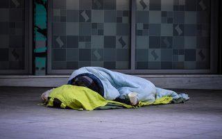 Σύμφωνα με έρευνα του Δήμου Αθηναίων, το 71% είχαν μείνει άστεγοι τα τελευταία πέντε χρόνια λόγω της οικονομικής κρίσης. «Είναι άνθρωποι που έχασαν τη δυνατότητα να στηρίζουν το σπίτι τους», λένε οι ερευνητές.