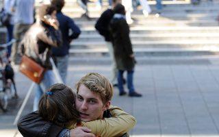 Φοιτητές στο campus του Πανεπιστημίου του Λονδίνου.
