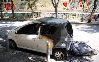 Αυτοκίνητο, κατεστραμμένο από εμπρησμό, στην οδό Στουρνάρη, στα Εξάρχεια, Δευτέρα 28 Μαϊου 2018, μετά τα χθεσινοβραδυνά επεισόδεια ανάμεσα σε νεαρούς και την αστυνομία. ΑΠΕ - ΜΠΕ/ΑΠΕ - ΜΠΕ/Αλέξανδρος Μπελτές