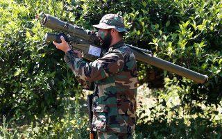 Λίβανος, στα σύνορα με το Ισραήλ. Φορητός εκτοξευτήρας πυραύλων ιρανικής κατασκευής στα χέρια μαχητή της Χεζμπολάχ.