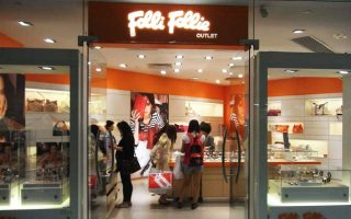 Για τον δανεισμό, η διοίκηση της Folli Follie υποστηρίζει πως κατά τη διάρκεια του 2017 αυξήθηκε κατά 178 εκατ. ευρώ λόγω της έκδοσης ομολογιακού δανείου 150 εκατ. ελβετικών φράγκων και κατά 50 εκατ. συνεπεία της χορήγησης κοινοπρακτικού δανείου από πιστωτικά ιδρύματα του εξωτερικού.