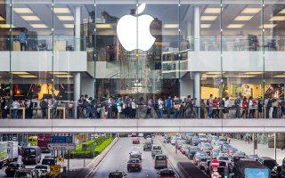 Σύμφωνα με τον αρχικό προγραμματισμό, η Apple θα κατασκεύαζε  κέντρο δεδομένων στην πόλη Αθενράι, που βρίσκεται σε αγροτική περιοχή στη δυτική Ιρλανδία. Στόχος ήταν να εκμεταλλευθεί την παραγόμενη ενέργεια από αιολικά πάρκα σε παρακείμενες εγκαταστάσεις.