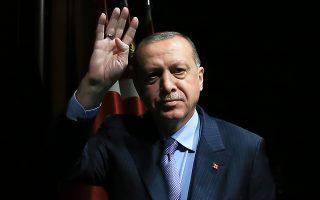 Ο Ερντογάν έχει περιγράψει εαυτόν ως «εχθρό των επιτοκίων δανεισμού», ενώ η διεξαγωγή πρόωρων εκλογών τον Ιούνιο περιπλέκει τα πράγματα.