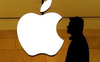 Οι παράγοντες που μπορεί να συμβάλουν για να συνεχίσει την ανοδική της πορεία η τιμή της μετοχής της Apple είναι τα μεγάλα πακέτα επαναγοράς μετοχών, η αύξηση όσων επενδύουν επιλεκτικά σε συγκεκριμένους χρηματιστηριακούς δείκτες και η προώθηση νέων καινοτόμων προϊόντων.