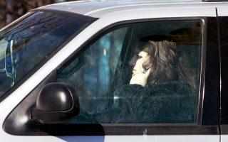 Με ή χωρίς hands free, ο Κώδικας Οδικής Κυκλοφορίας δεν επιτρέπει την ομιλία στο κινητό κατά τη διάρκεια της οδήγησης.