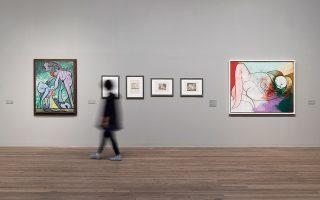 Οι αίθουσες της Tate Modern γεμίζουν από νωρίς κόσμο, για την έκθεση που ο βρετανικός Τύπος χαρακτήρισε «once in a lifetime».