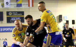 Η ρουμανική ομάδα νίκησε με 33-22 την ΑΕΚ, κάνοντας τη ρεβάνς εξαιρετικά δύσκολη για την Ενωση.