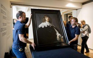 Ενας άγνωστος πίνακας του Ρέμπραντ, ο οποίος πωλήθηκε σε δημοπρασία του οίκου Κρίστις έναντι 148.000 ευρώ, πρόκειται να εκτεθεί στο Αμστερνταμ. Το «Πορτρέτο νέου άνδρα», που φιλοτεχνήθηκε πιθανότατα γύρω στο 1634, μπορεί να αξίζει πολλά εκατομμύρια. Είναι το πρώτο άγνωστο έργο του κορυφαίου Ολλανδού ζωγράφου που ανακαλύπτεται εδώ και πάνω από 40 χρόνια. Το πορτρέτο εικονίζει ένα νεαρό άνδρα που φοράει σκούρο μανδύα και λευκό δαντελένιο γιακά.