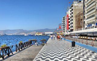 Ιθύνοντες του τουρκικού υπουργείου Πολιτισμού προέβλεψαν πριν από λίγες ημέρες ότι την τρέχουσα  σεζόν οι ξένοι επισκέπτες θα ανέλθουν σε 40 εκατ. και ότι το πολύτιμο συνάλλαγμα που θα εισρεύσει  στην Τουρκία θα φθάσει τα 32 δισ. δολάρια. Η Σμύρνη και οι άλλες παραθαλάσσιες περιοχές της χώρας θα δεχθούν τον μεγαλύτερο όγκο τουριστών.