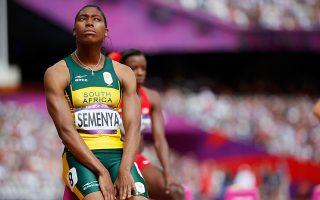 Η IAAF θέτει ποσοτικά όρια στα επίπεδα ανδρικών ορμονών σε γυναίκες με Διαφορά Σεξουαλικής Ανάπτυξης, όπως η Νοτιοαφρικανή πρωταθλήτρια Κάστερ Σεμένια, κάτι που πρακτικά τις υποχρεώνει ή να αποκλείονται από αγώνες ή να υφίστανται διαρκώς φαρμακευτική αγωγή.
