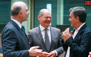 epa06760056 (L-R) Pierre Moscovici, the European Commissioner for Economic and Financial Affairs, Taxation and Customs, German Minister of Finance Olaf Scholz and Greek Finance Minister Euclid Tsakalotos chat prior to the start of an Eurogroup Finance Ministers' meeting at the European Council in Brussels, Belgium, 24 May 2018.  EPA/STEPHANIE LECOCQ