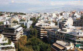 Οι κατοικίες που θα χρησιμοποιηθούν από ξένους στο κέντρο της Αθήνας και στα νότια προάστια θα συνεχίσουν τη θετική τους πορεία. Αλλά και στις υπόλοιπες περιοχές, που αφορούν περισσότερο το εγχώριο αγοραστικό κοινό, αναμένεται να ξεκινήσει επίσης μια μικρή ανάκαμψη.