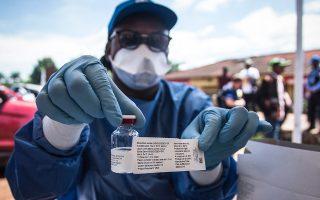 Υπάλληλος του Παγκόσμιου Οργανισμού Υγείας στην Μπαντάκα της Λαϊκής Δημοκρατίας του Κονγκό.
