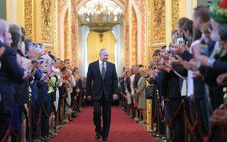 Ο Βλαντιμίρ Πούτιν είχε υποσχεθεί βελτίωση του επιπέδου ζωής στους Ρώσους. Ομως το Διεθνές Νομισματικό Ταμείο προβλέπει αύξηση του ρωσικού ΑΕΠ κατά 1,7% φέτος, όταν το παγκόσμιο θα αυξηθεί κατά 3,1%.