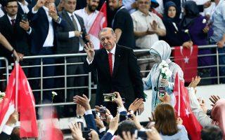 Ο Τούρκος πρόεδρος υποσχέθηκε πως, αν επανεκλεγεί τον Ιούνιο, αμέσως μετά τις εκλογές θα εφαρμόσει «νέες και σοβαρές» μεθόδους για την καταπολέμηση του πληθωρισμού. Είναι ακόμη μία δήλωση που απηχεί τις ανορθόδοξες απόψεις του Τούρκου προέδρου για τη νομισματική πολιτική. Στις 24 Ιουνίου, ο Ερντογάν  αντιμετωπίζει ίσως την πιο κρίσιμη εκλογική δοκιμασία έπειτα από 15 χρόνια στην εξουσία.
