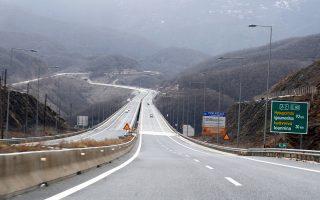 Μέχρι τα τέλη του έτους, ο υπουργός Υποδομών Χρήστος Σπίρτζης πρέπει να τερματίσει τα «ελευθέρας» για μόνιμους κατοίκους και επαγγελματίες.