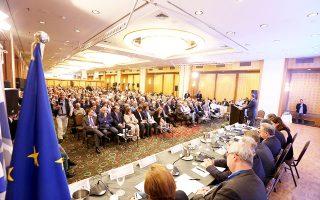 Τη στάση «όχι σε όλα» στο νομοσχέδιο της κυβέρνησης έχουν επιλέξει η Ενωση Περιφερειών Ελλάδας και η Ενωση Δήμων Ελλάδας (η φωτ. από το κοινό συνέδριο των δύο ενώσεων).