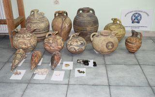 Είκοσι αρχαία αντικείμενα του Μουσείου Προϊστορικής Θήρας φέρεται να ομολόγησε ότι αφαίρεσε ο 47χρονος.