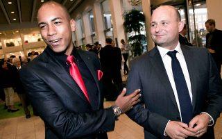 Ο Χόσουε Μεντίνα Βάσκες (αριστερά), ο οποίος κατάγεται από τη Δομινικανή Δημοκρατία, πέρσι το καλοκαίρι αρραβωνιάστηκε τον ηγέτη του Συντηρητικού Λαϊκού Κόμματος της Δανίας, Σόρεν Πάπε Πούλσεν.