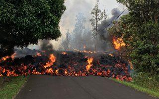 chavai-i-lava-toy-kilaoyea-katestrepse-dekades-spitia-amp-8211-chiliades-polites-ekkenonoyn-katoikimenes-perioches-foto-2249000