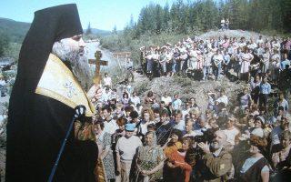 Το πρώτο μνημόσυνο για τους Ελληνες-θύματα του σταλινισμού στον χώρο του γκουλάγκ, έξω από το Μαγκαντάν, αμέσως μετά τη διάλυση της EΣΣΔ.