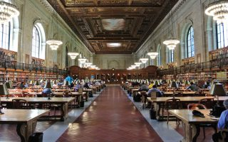 Tο κύριο αναγνωστήριο της Δημόσιας Βιβλιοθήκης της Νέας Υόρκης επισκέπτονται ερευνητές και σπουδαστές, ενώ στο πλαίσιο των πρωτοβουλιών εξωστρέφειας έχουν διοργανωθεί συναυλίες όπερας και σύγχρονης μουσικής. Η κατασκευή του κτιρίου ολοκληρώθηκε το 1911 στο ελληνορωμαϊκό αρχιτεκτονικό στυλ της εποχής.